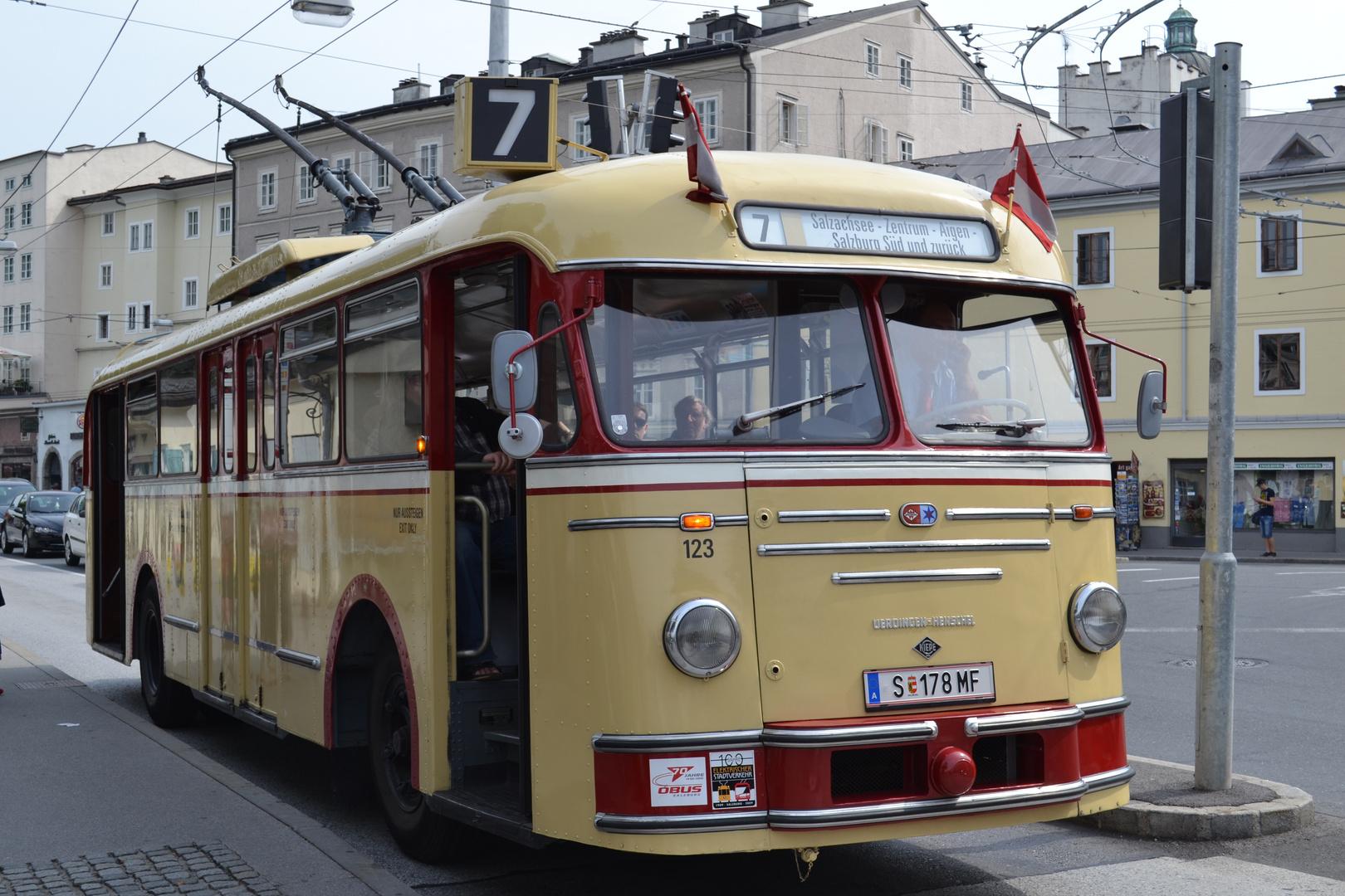 Historischer O-Bus in Salzburg