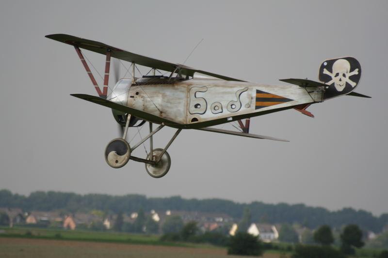 Historisches Modellflugflugzeug.