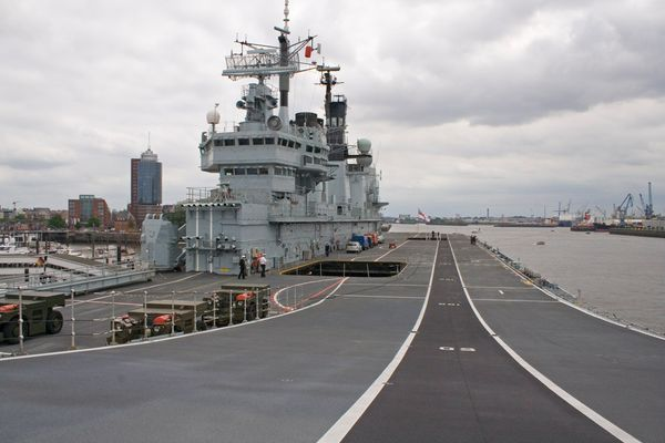 HMS Ark Royal (4)
