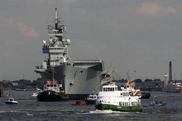 HMS Ark Royal Hamburg