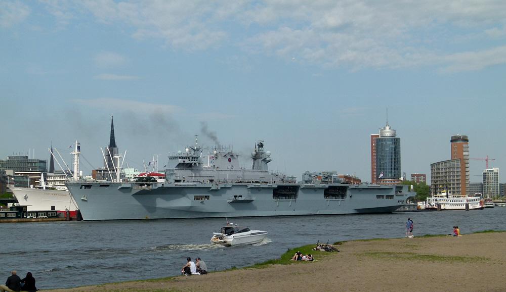 HMS Ocean - britischer Hubschrauberträger