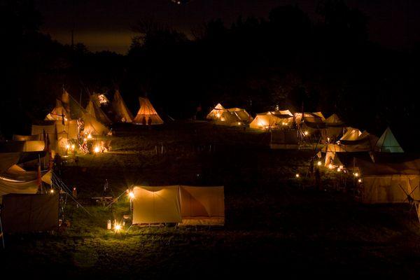 Hobbyistenlager bei Nacht