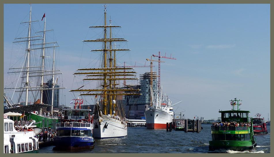 Hochbetrieb am Hamburger Hafen