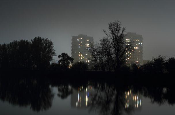 Hochhäuser bei Nacht