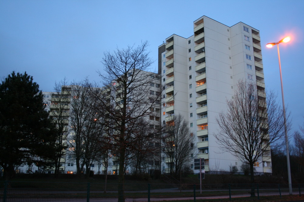Hochhaus in kiel mettenhof foto bild architektur hochh user profanbauten bilder auf - Architektur kiel ...
