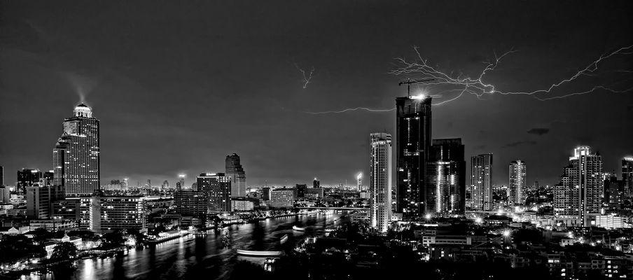 Hochspannung in Bangkok