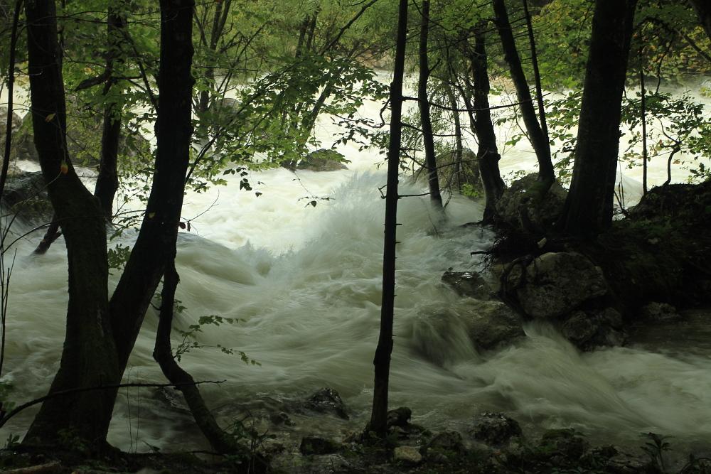 Hochwasser im Auslauf der Govic Cave02