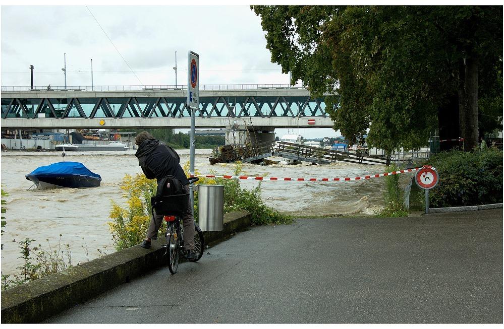 Hochwasserfotografen in Basel am Rhein