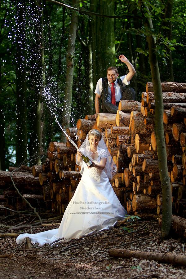 Hochzeitsfotograf NRW - hier, in Haldern - Hochzeitsfoto im Wald