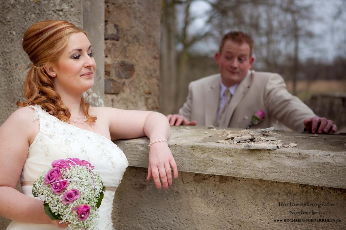 Hochzeitsfotograf NRW - hier, in Rees - Hochzeitsfoto in einer Ruine