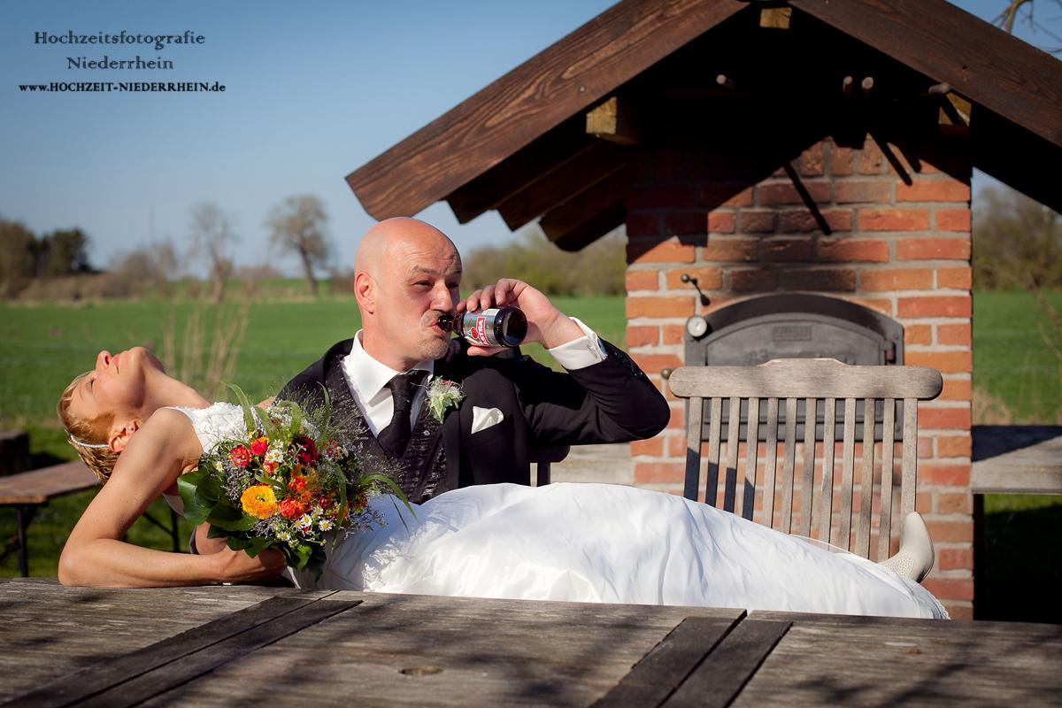 Hochzeitsfotograf NRW - hier, in Till - Hochzeitsfoto im Garten