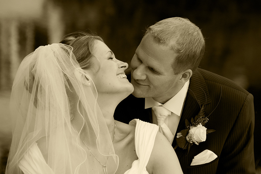 Hochzeitskuß in Sepia