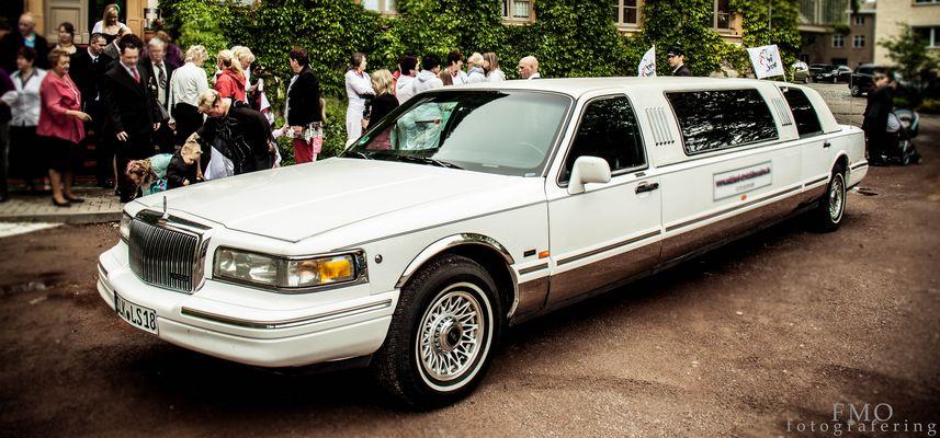 Hochzeitslimousine ein besonderer Tag-ein besonders Fahrzeug