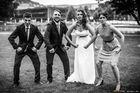 Hochzeitspaar mit Trauzeugen