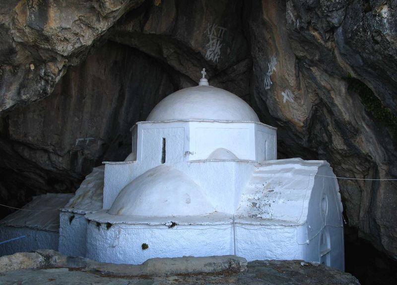 Höhlenkirche:Panagía Makriní in dem Kérkis Massiv1433.mtr auf ca700.mtr.
