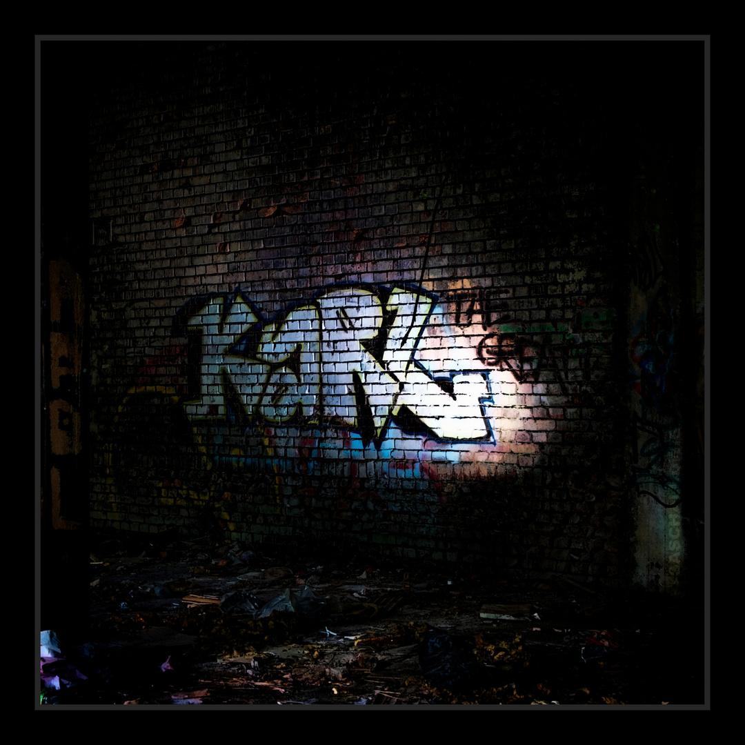 """Höhlenmalerei von einem gewissen """"Karl?!"""" in verlassener Industriehalle :-)"""