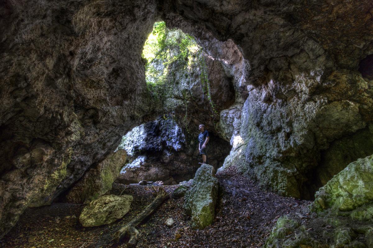 Höhlenruine im Donaudurchbruch