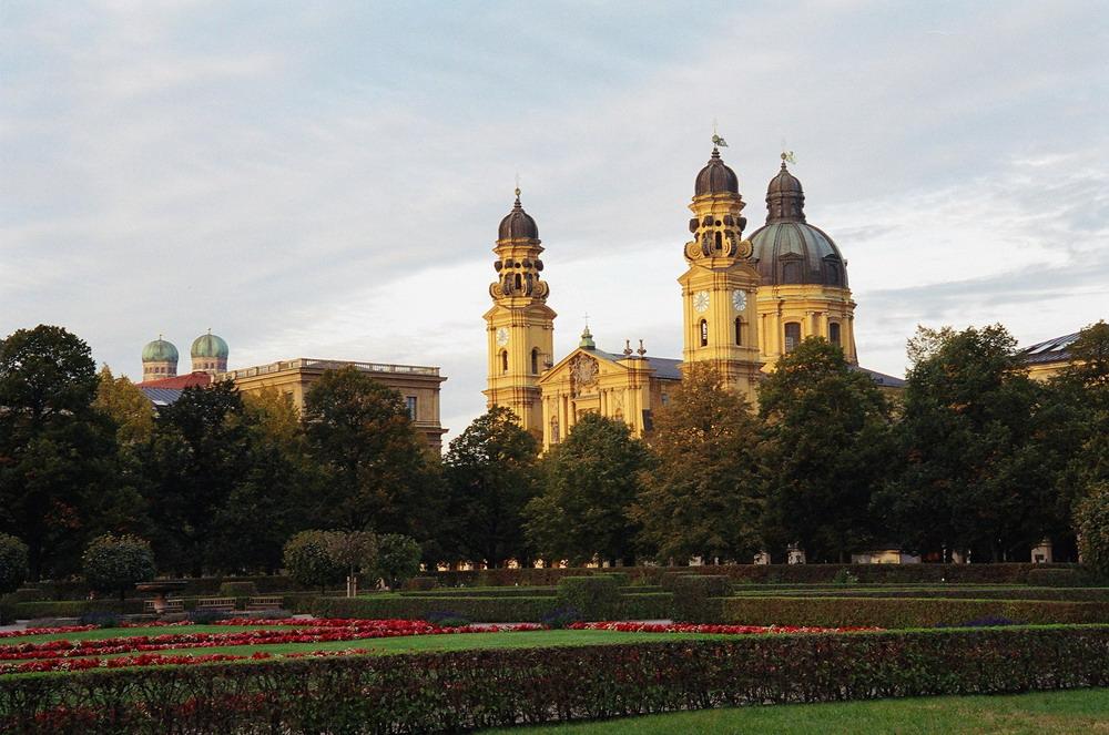 Hofgarten - Theatinerkirche in München