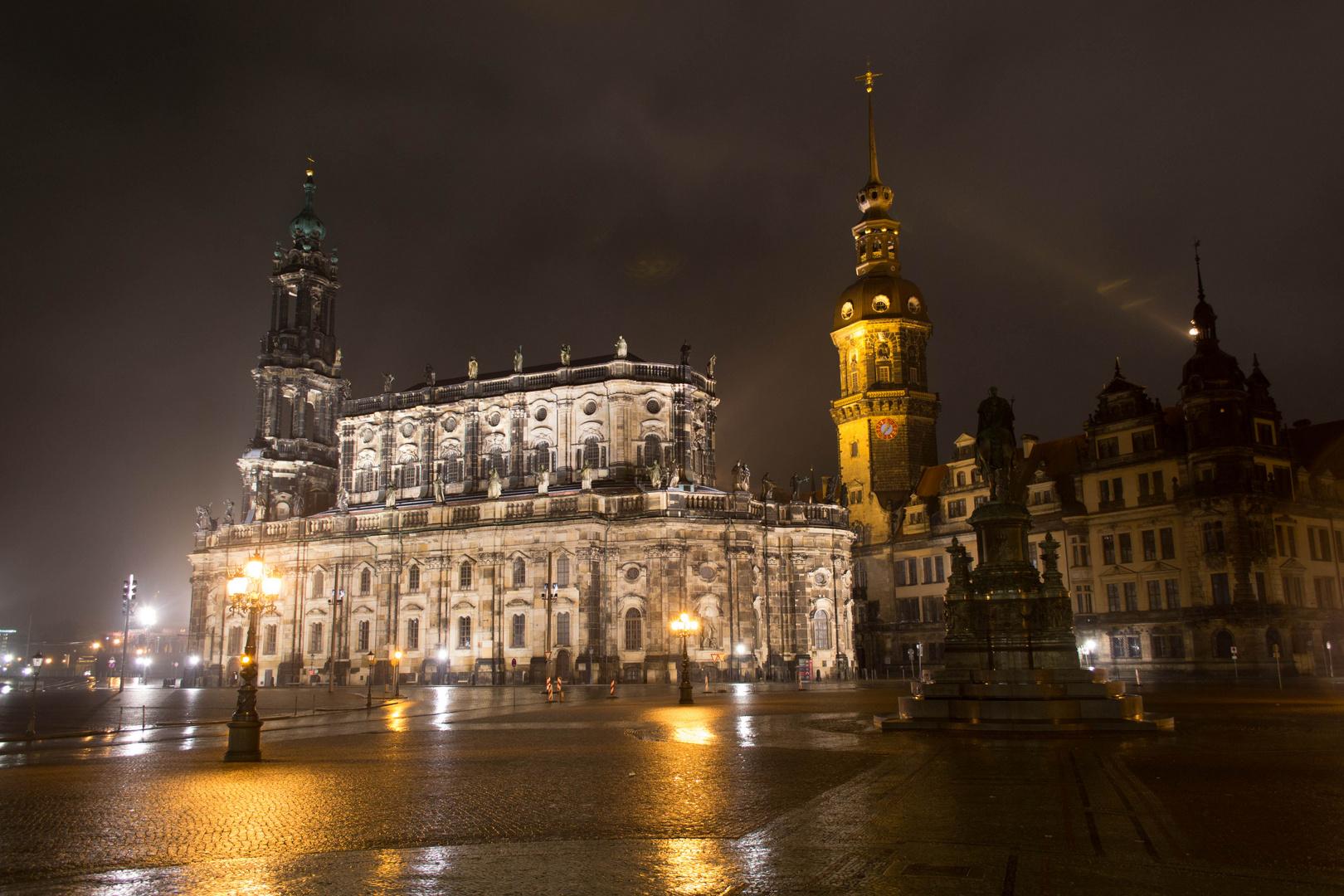 Hofkirche bei Nacht