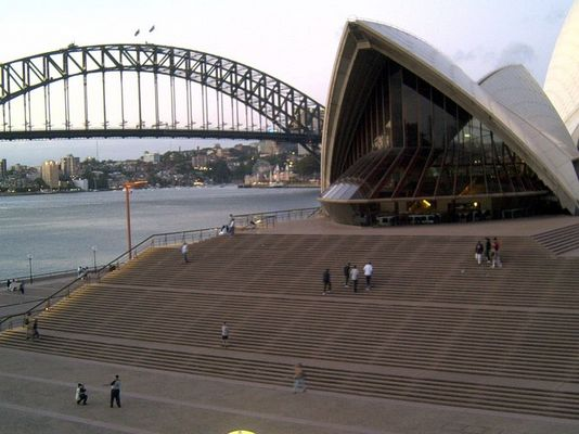 hohe Treppe zur Oper