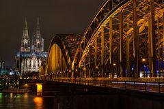 Hohenzollern Brücke bei Nacht