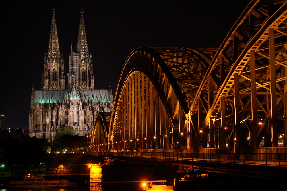 Hohenzollernbrücke bei Nacht