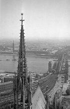 Hohenzollernbrücke in Köln am 11. September 1949