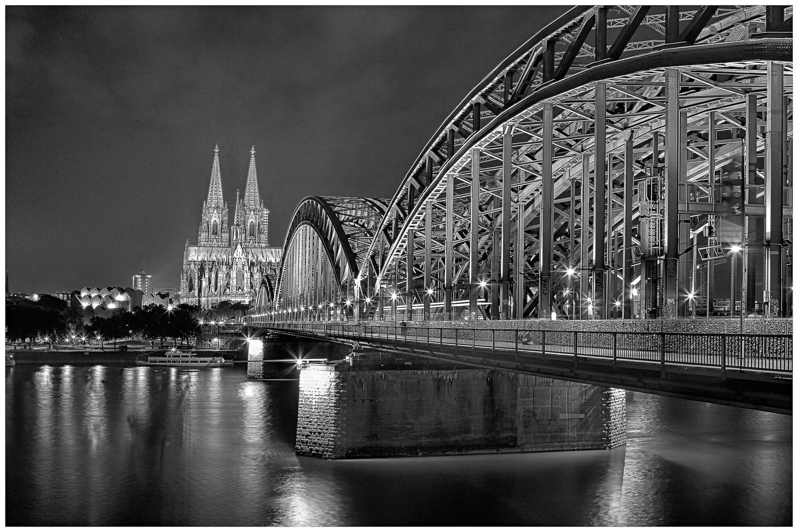 Hohenzollernbrücke Köln S/W