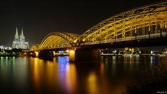 Hohenzollernbrücke mit Bahnhofskapelle