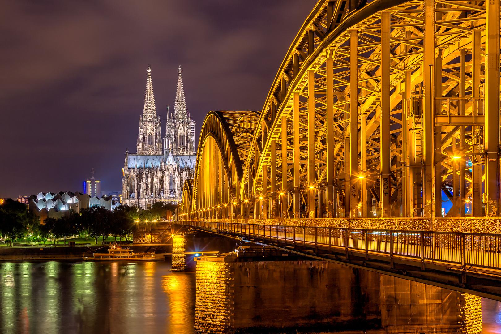 Hohenzollernbrücke, mit Blick auf Dom