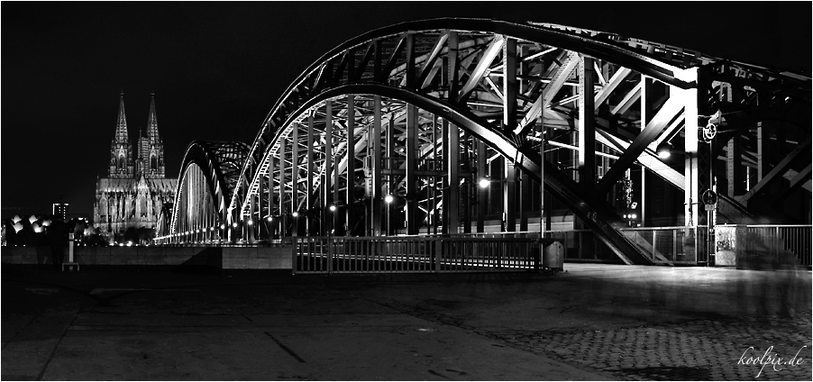 Hohenzollernbrücke mit Dom...