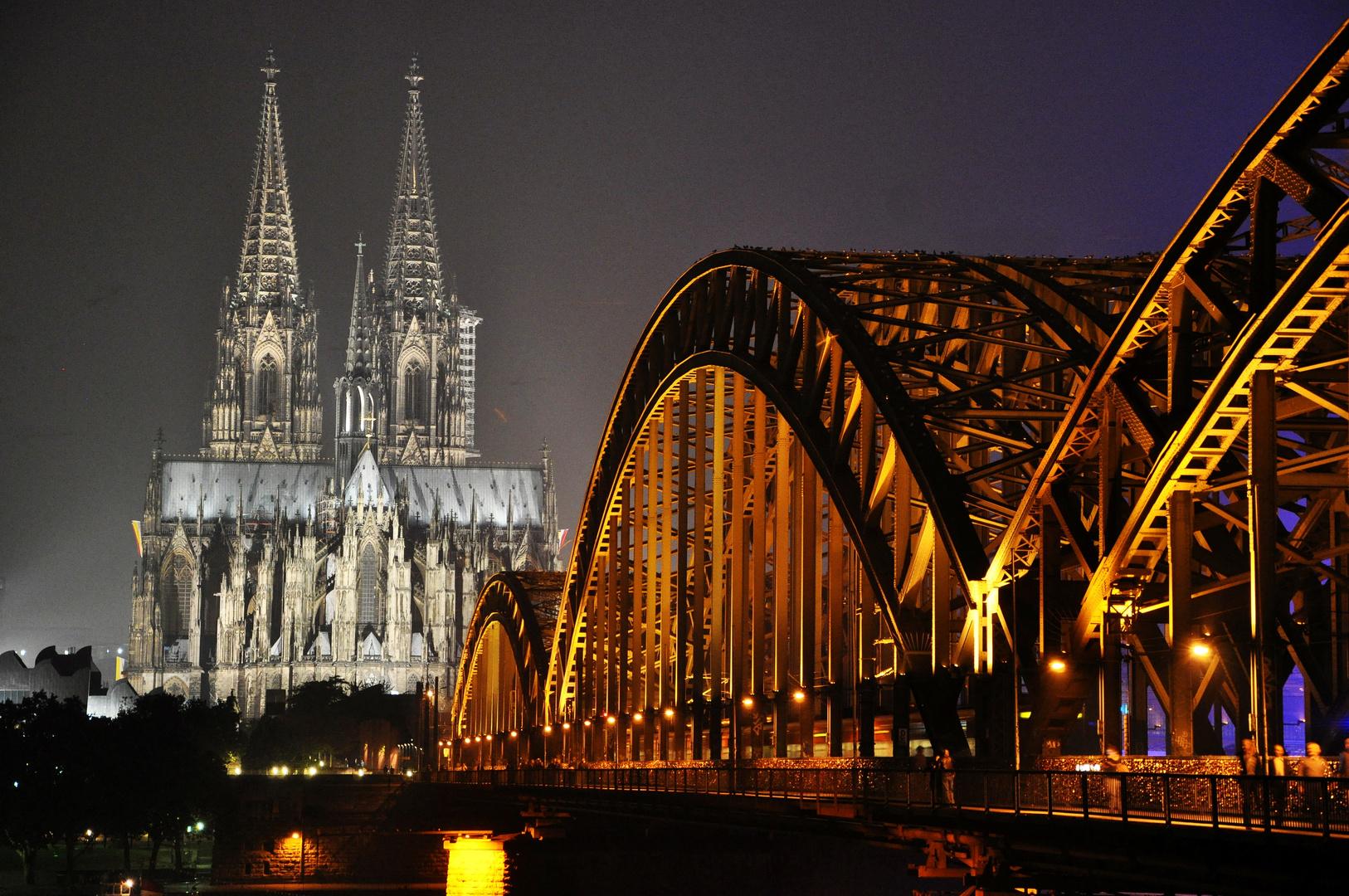 Hohenzollernbrücke mit Dom