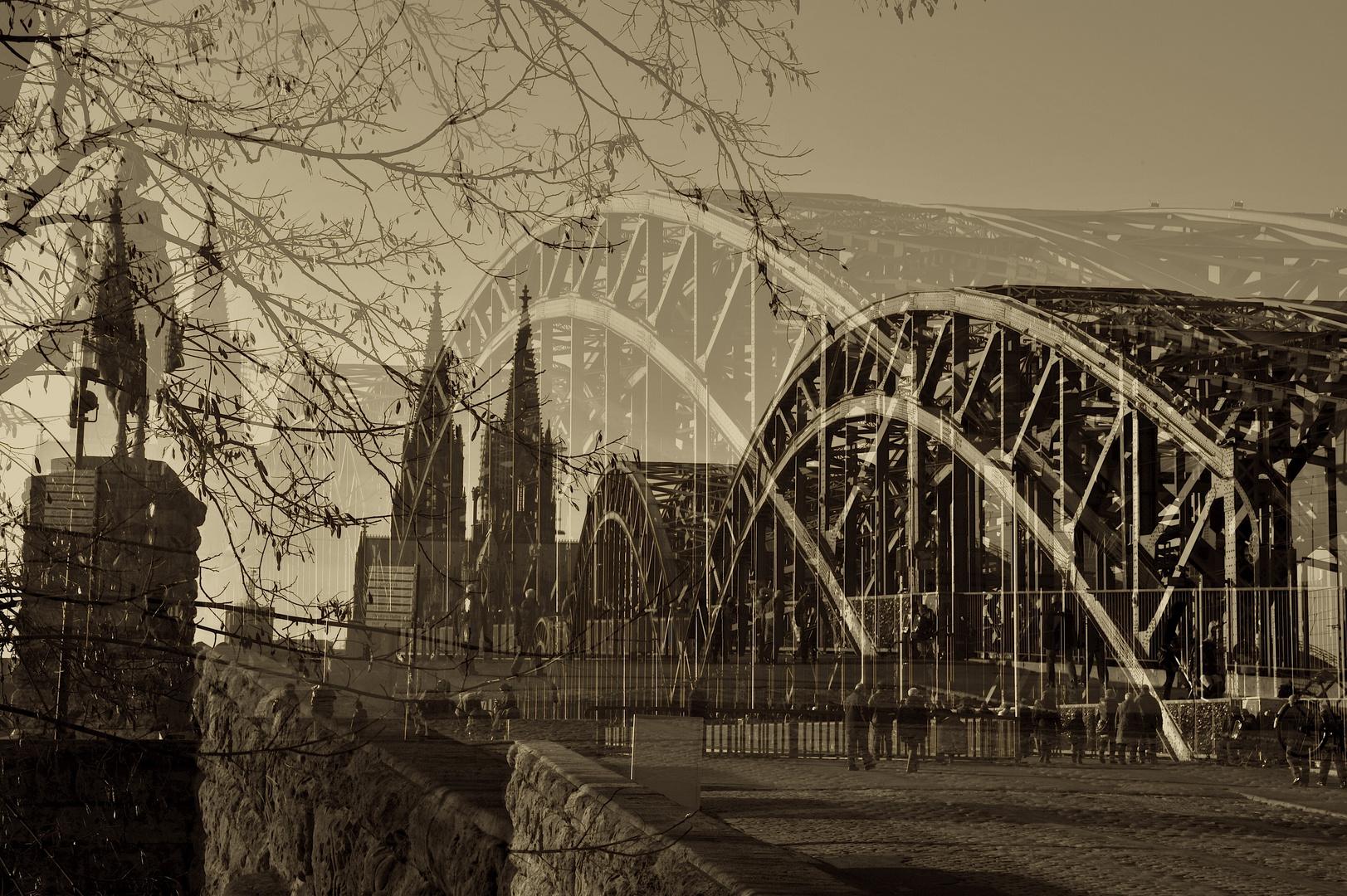Hohenzollernbrücke mit Dom zu Köln
