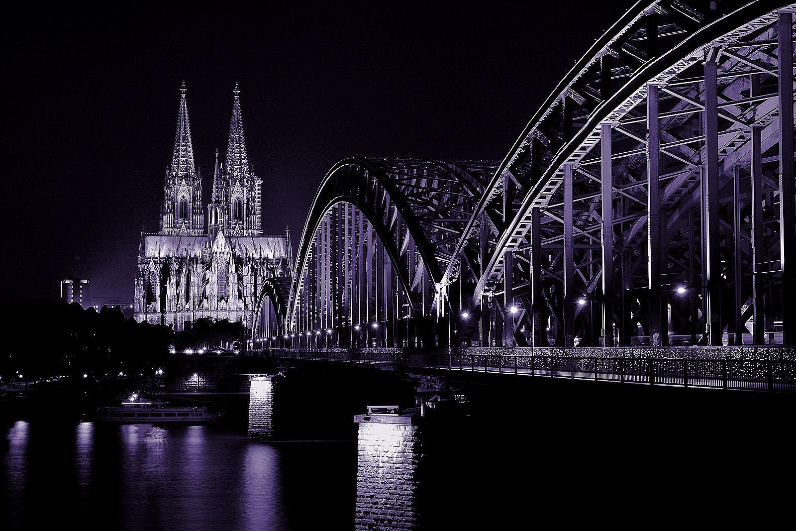 Hohenzollernbrücke mit Kölner Dom...