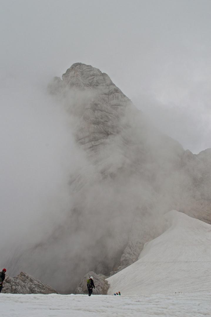 Hoher Dachstein im Nebel