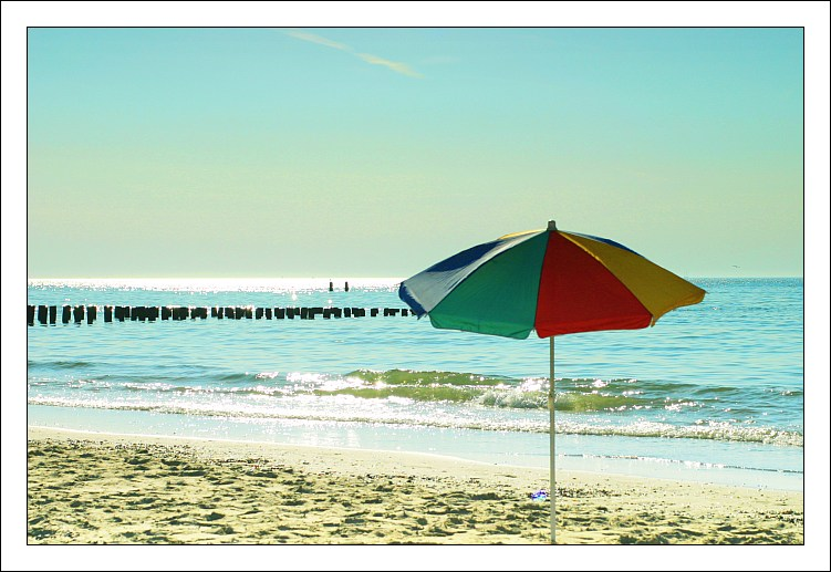 Holland - Fischkutter und Sonnenschirm