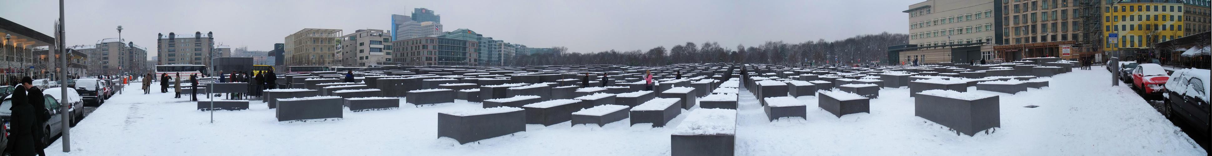 Holocaust-Mahnmal im Schnee