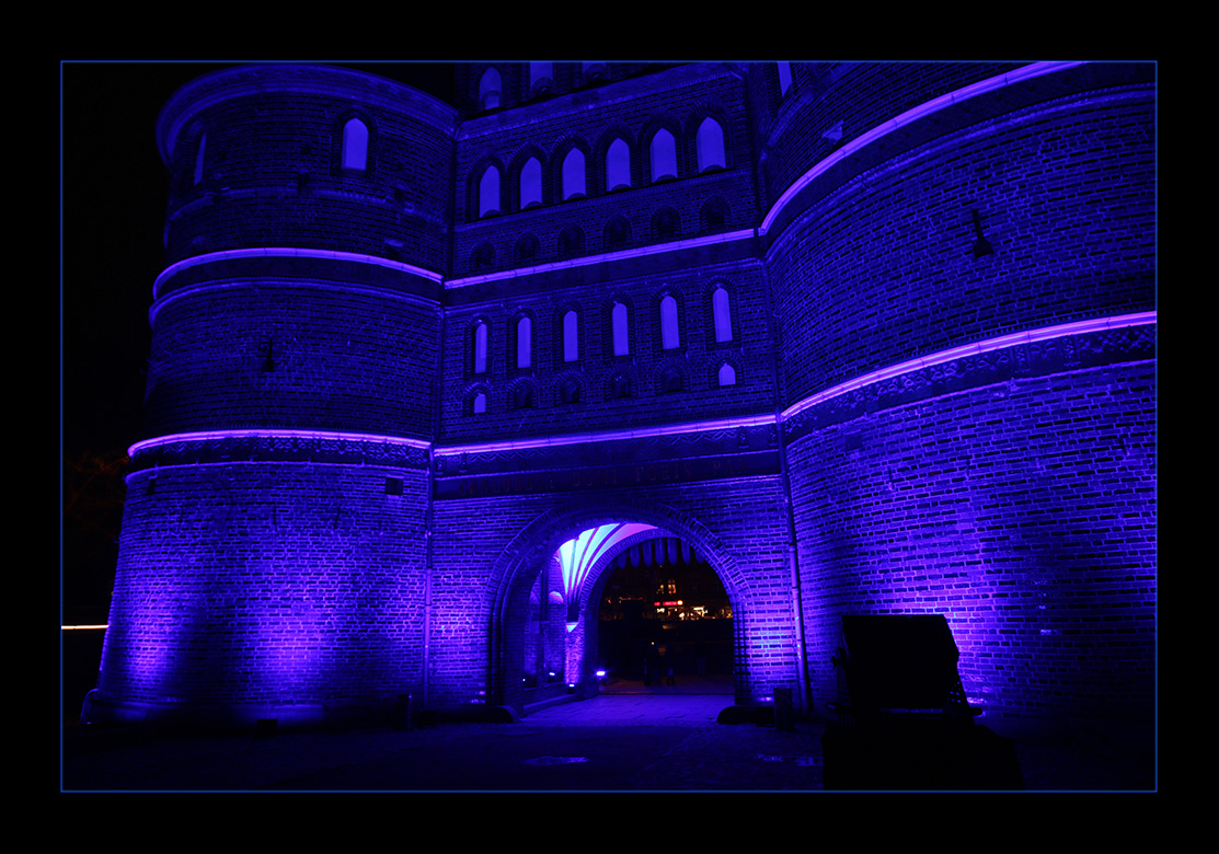 Holstentor in Blau