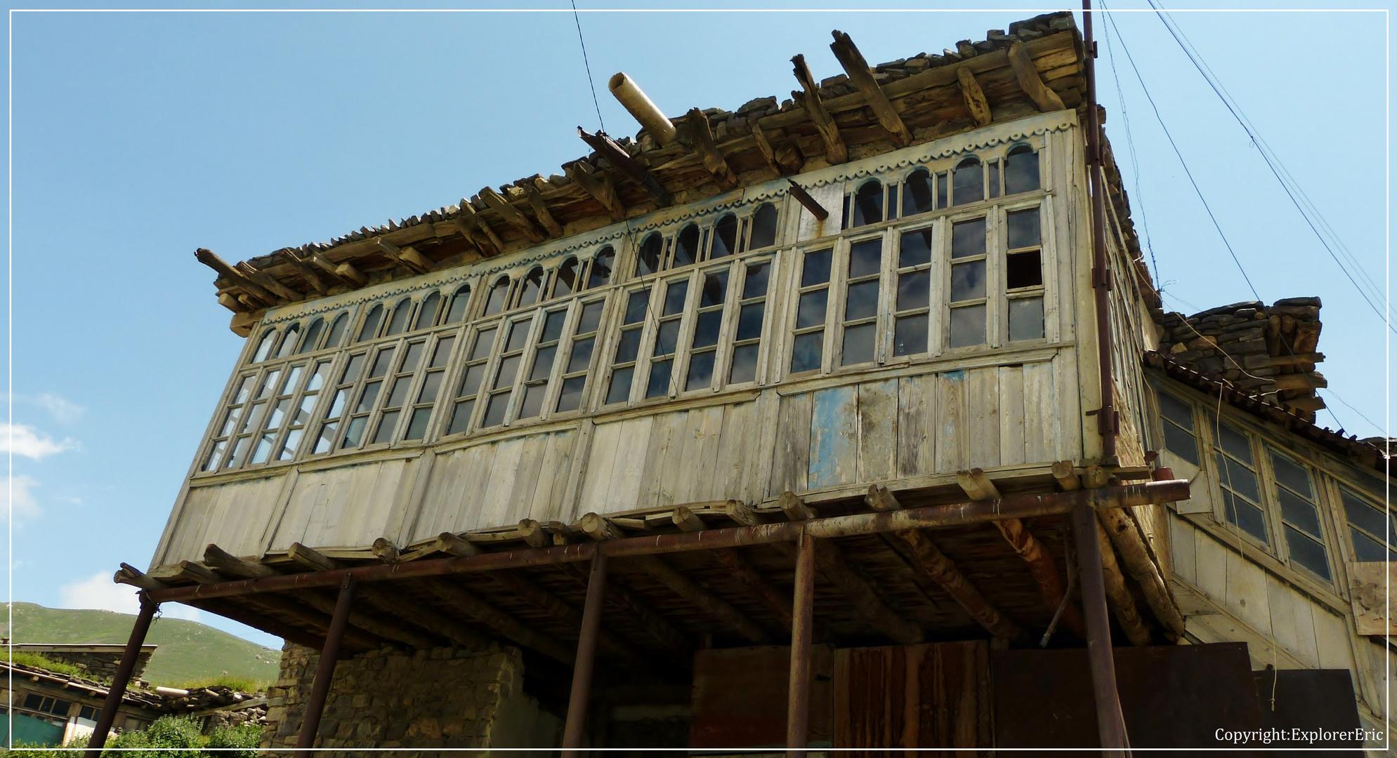 Holz-Architektur in Xinaliq..................