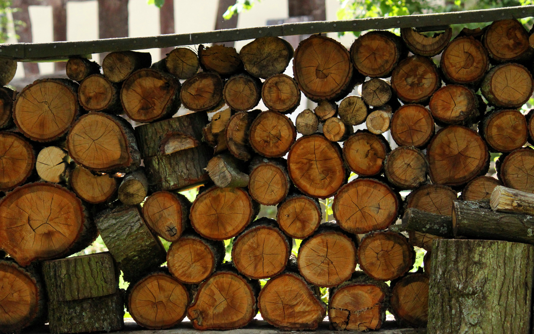 Holz - Stapel - Kunst