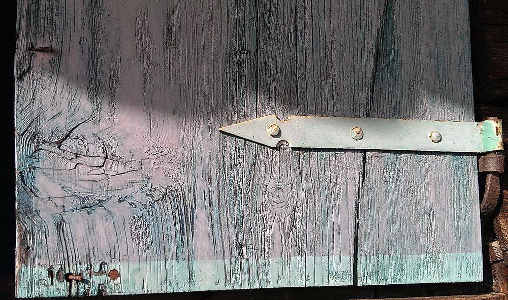 Holz und Metall, handwerklich verformt