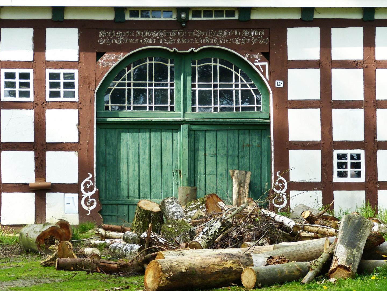 Holz vor der 1825 er Dielentür