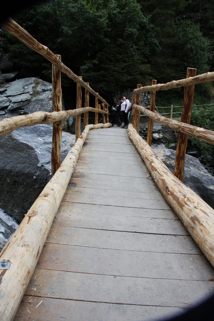 Holzbrücke irgendwo in Tirol