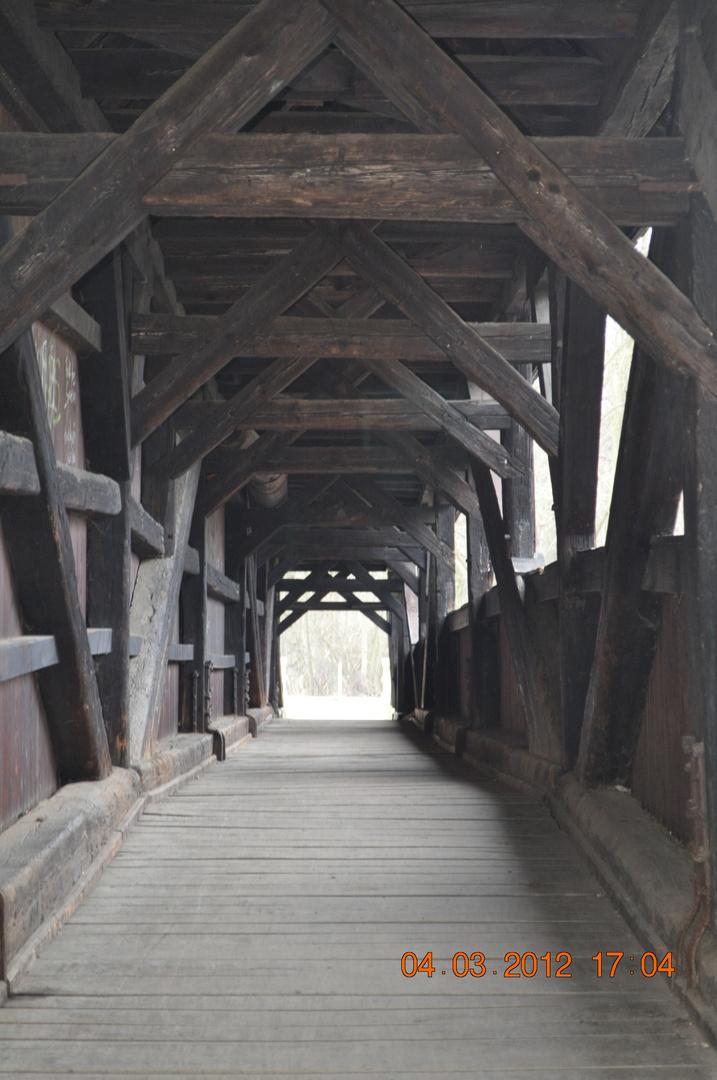 Holzbrücke über Mulde