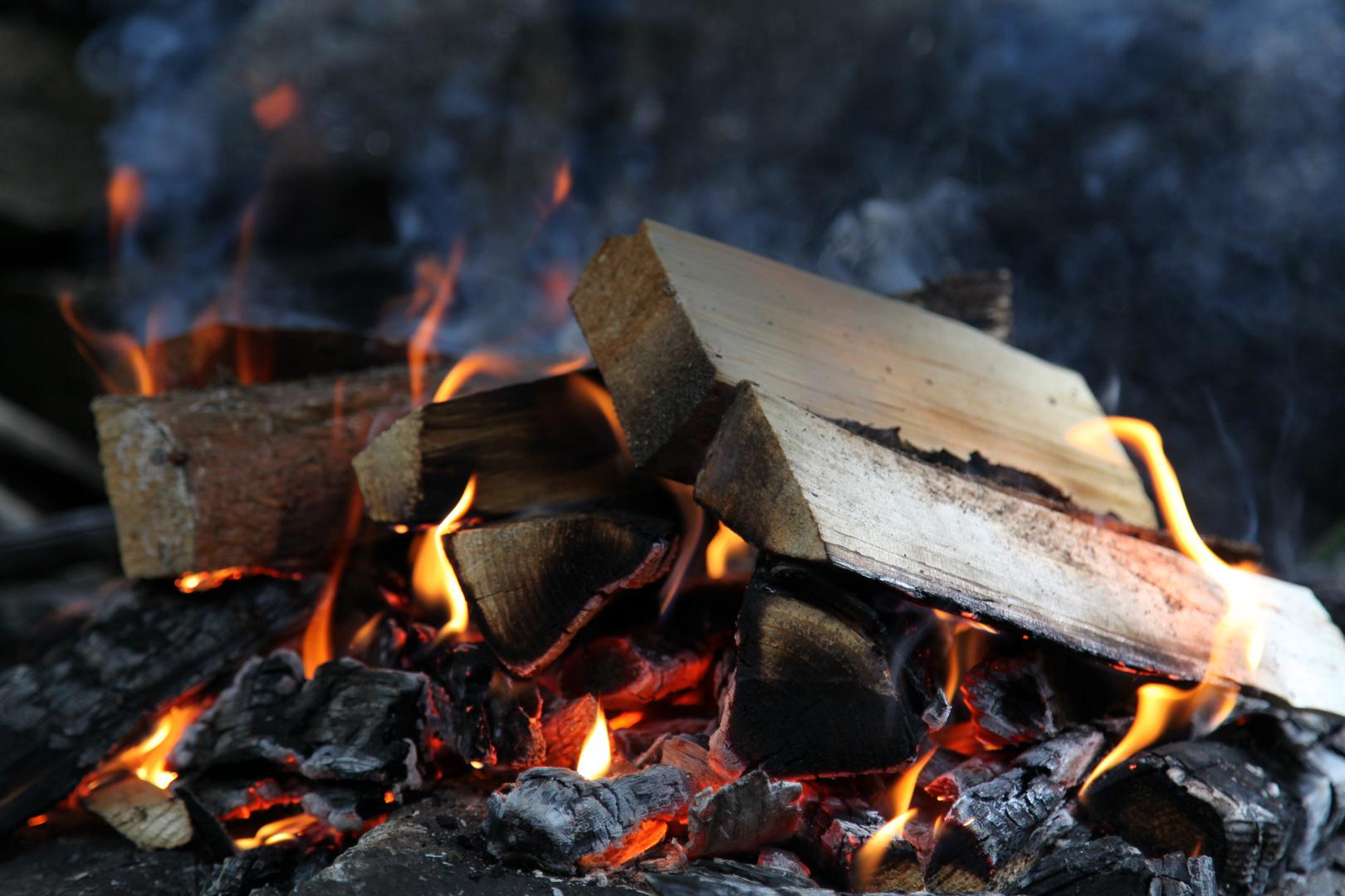 Holzfeuer fürs BBQ
