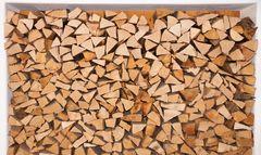 Holzscheite stapel