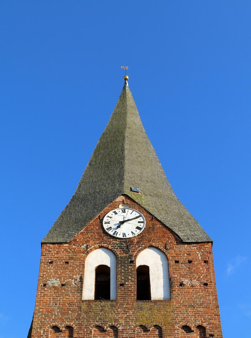 Holzschindelkirchturm in Neukahlen