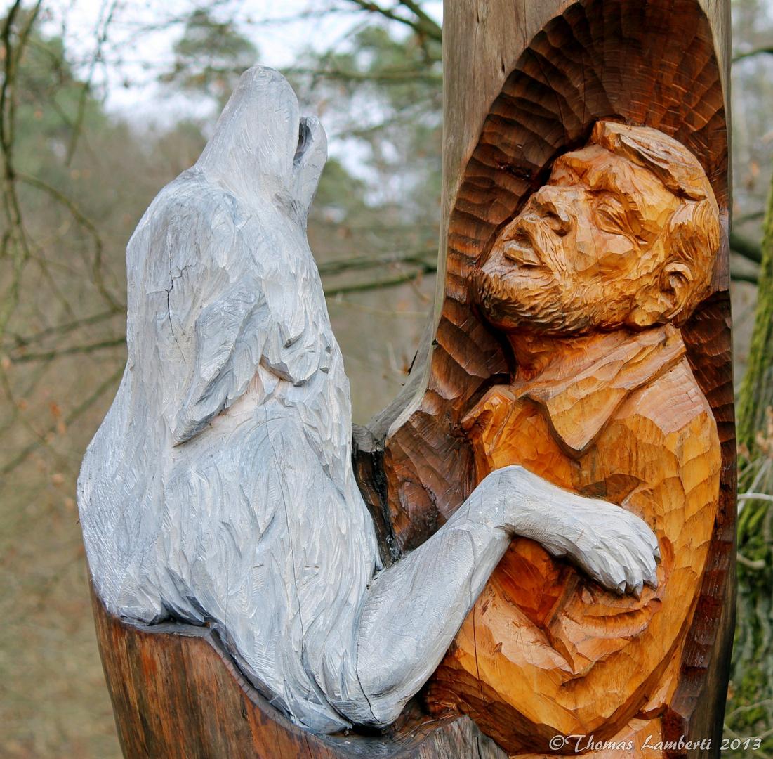 Holzschnitzerei Werner Freund Wolfspark im Eingangsbereich