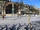 Holzskulpturen beim luzerner Pavillon ...