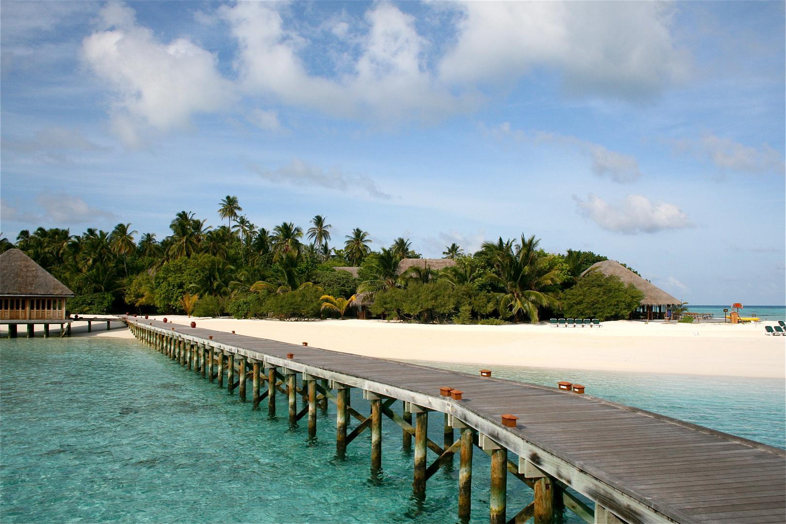 Holzsteg zur Insel